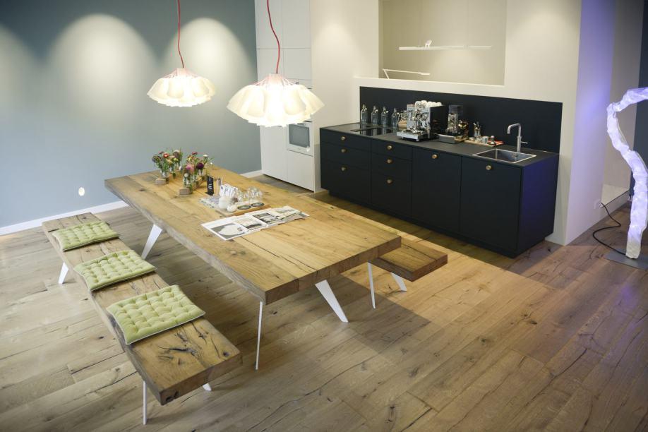 Tische und Sitzbänke nach Maß aus Holz