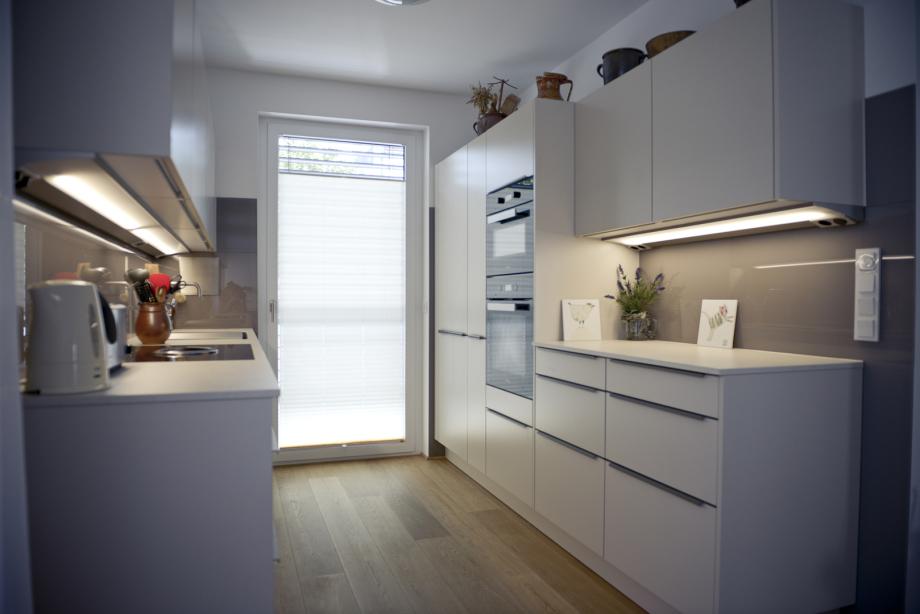 klare Strukturen in moderner Küche