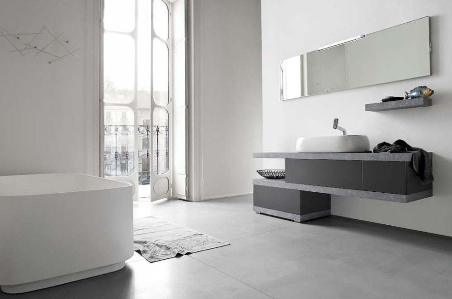 Modernes Badezimmer in hellen Tönen