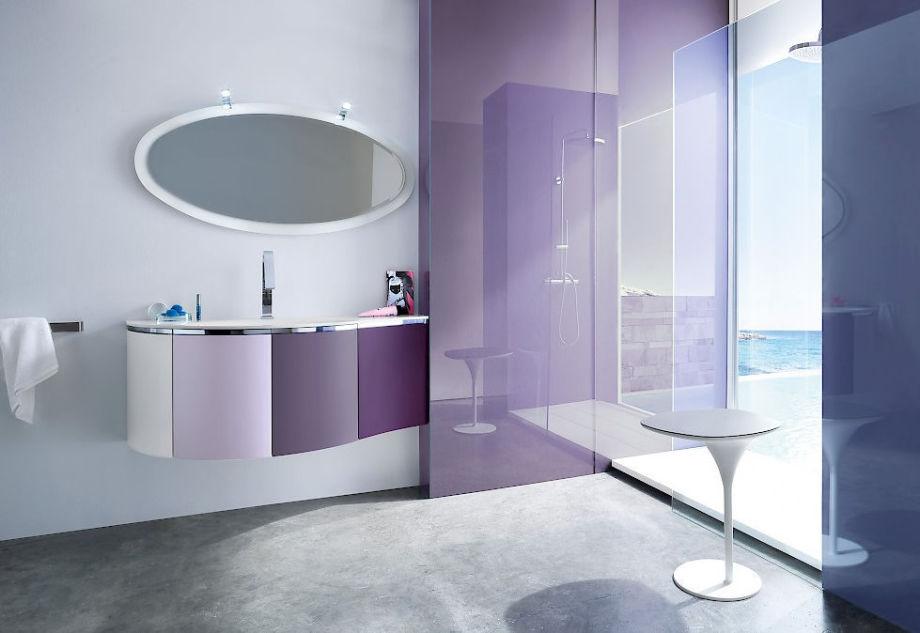 Lichtdurchflutetes modernes Badezimmer