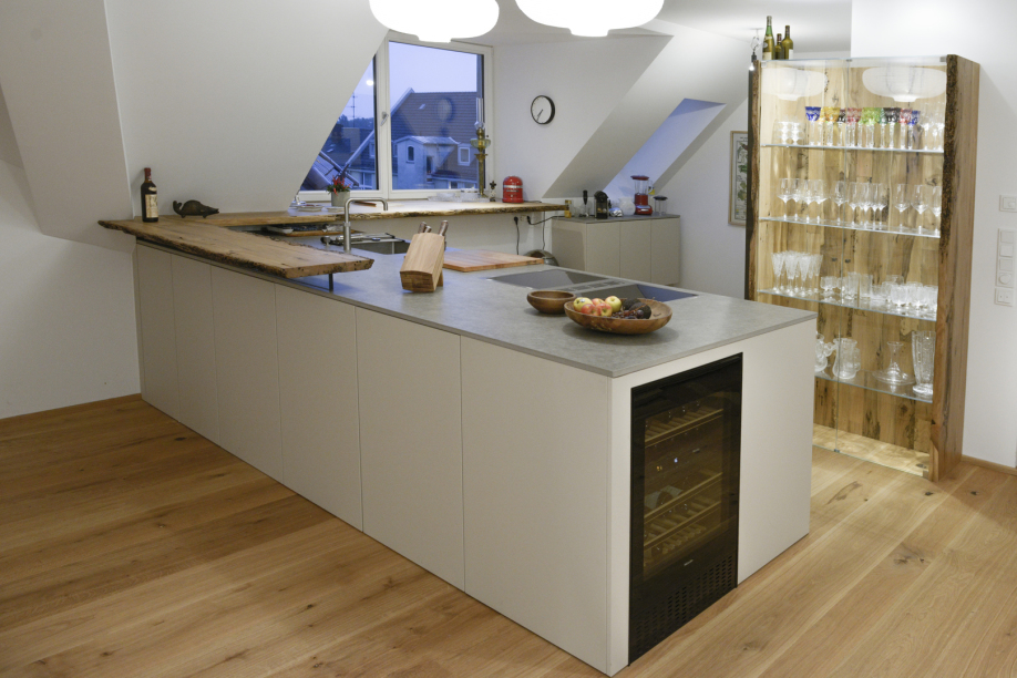 Stilvolle Küche mit venezianisches Pfahlholz