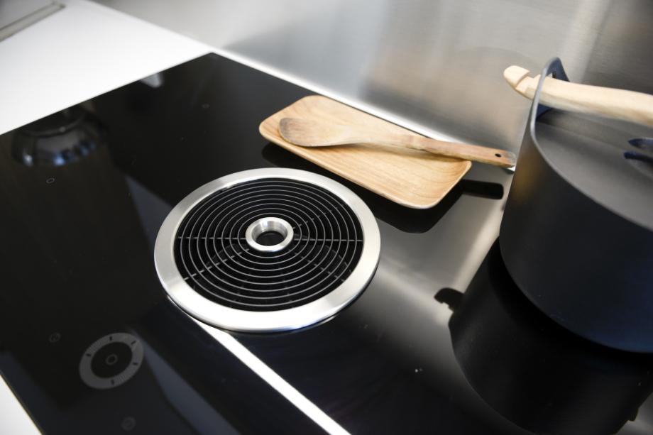 moderne Technik in einer skandinavischen Küche