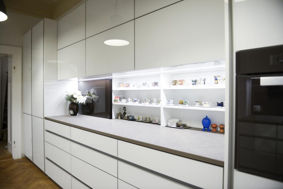 moderne Küche im Materialienmix